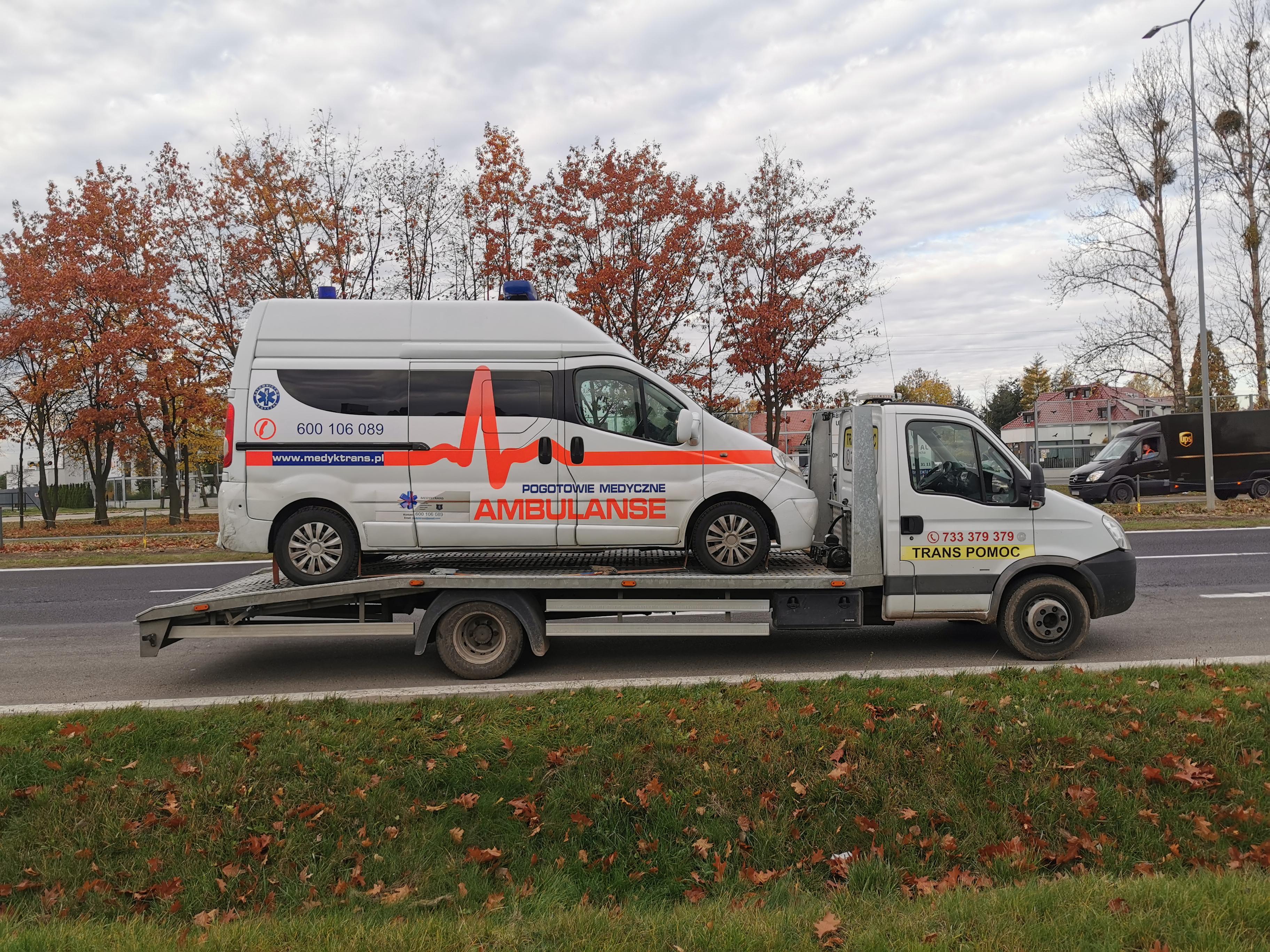 Autoholowanie ambulansu